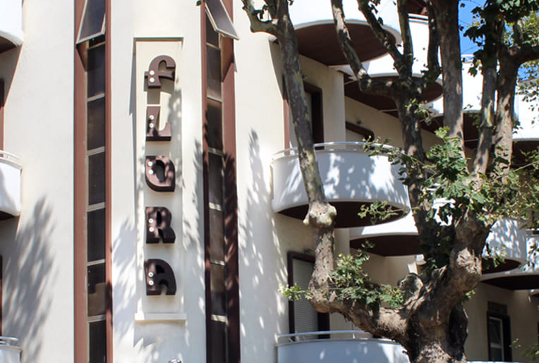 hotel flora bellaria info e contatti esterni balconi albero