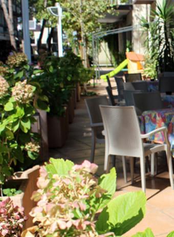 hotel flora bellaria servizi vicino al mare tavolini esterni
